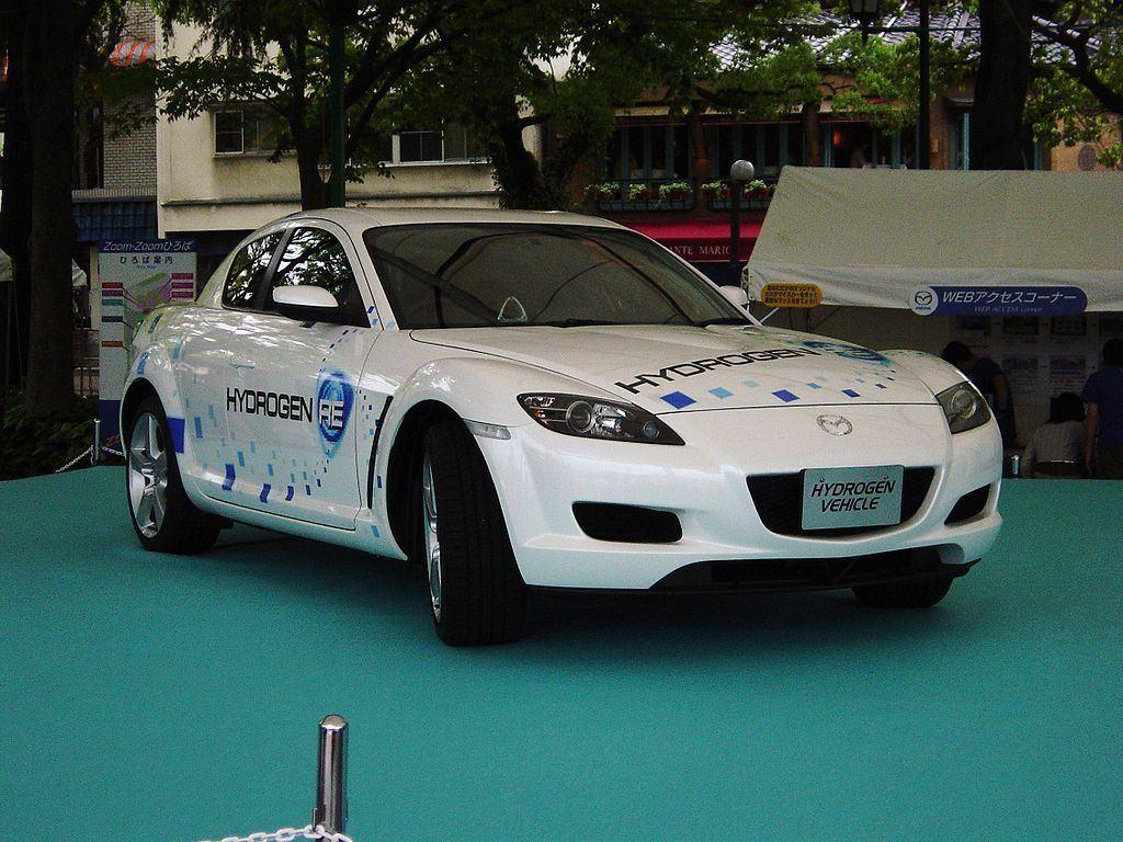 1024px-Mazda_RX8_hydrogen_rotary_car_1