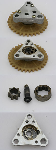 220px-Gear_type_oil_pump_from_139QMB_scooter_engine