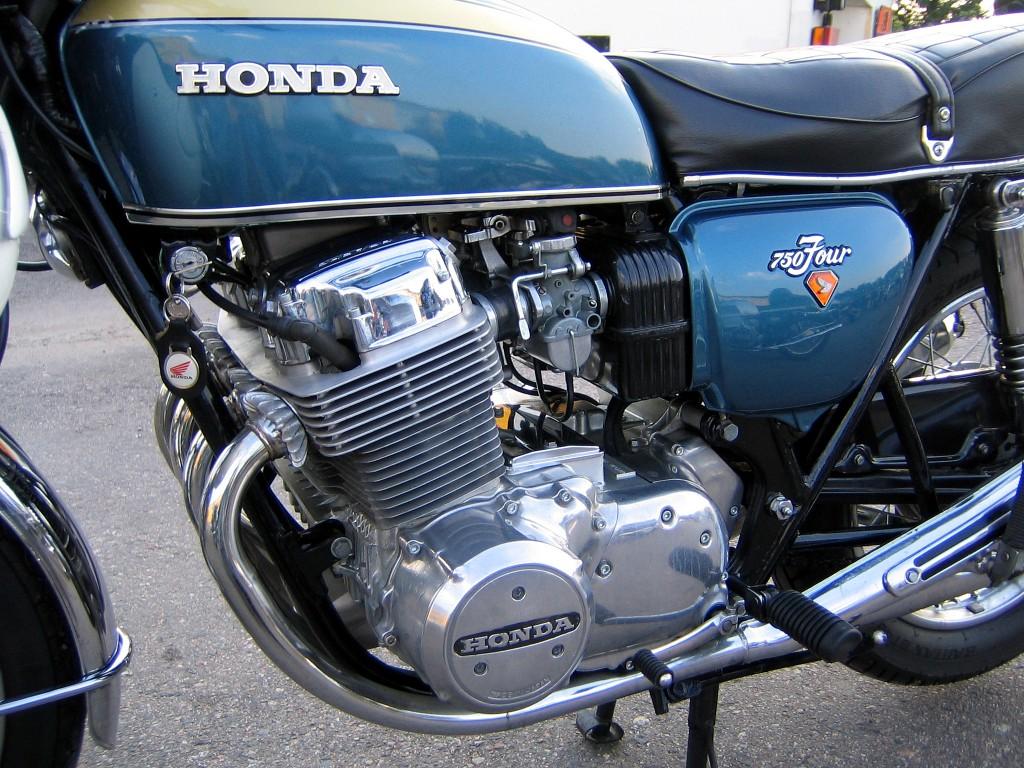 Honda_CB750_Engine
