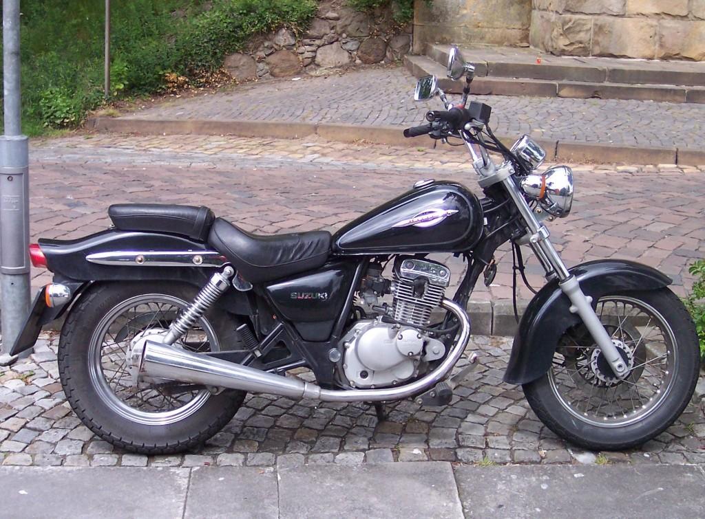 Suzuki_-_GZ_125_black_r